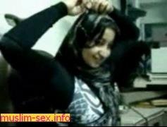 فيلم عربى يصور عشيقته الجميلة وتمص له فى الحمام الصور