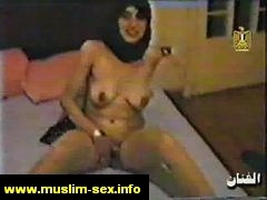 horny arab mom pump the pussy