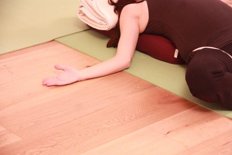 יוגה נשית הסטודיו ליוגה בסביון.יוגה ביהוד יוגה בקריית אונו.