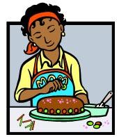 תלמידה מקשטת עוגה בלימודי קונדטוריה