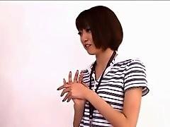 Une japonaise à la chatte poilue se fait baiser
