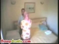 زوج سوري يعذب زوجتة اثناء النيك