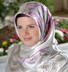 arab Bitch Flashes Tits In Public