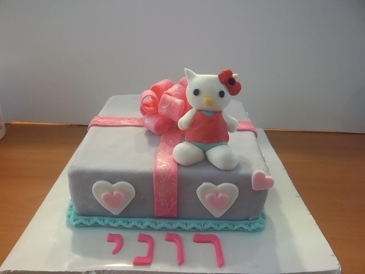 עוגת הלו קיטי מבצק סוכר,