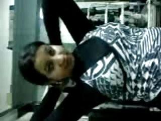 سكس مصري في المترو ساخن نار مع مكوة كبيرة وطرية حكيت عيري عليها