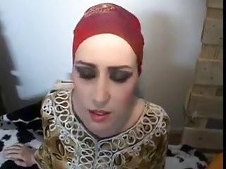 نيك حماتي التي بحثت عن زبي منذ تزوجت ابنتها وراودتني حتى نكتها