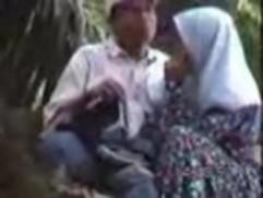 سعودية محجبة طلبت من صديقها ممارسة الجنس