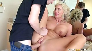 Curvy milf Phoenix Marie with big tits and big round