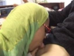 نياكة مع الخادمة الجزائرية
